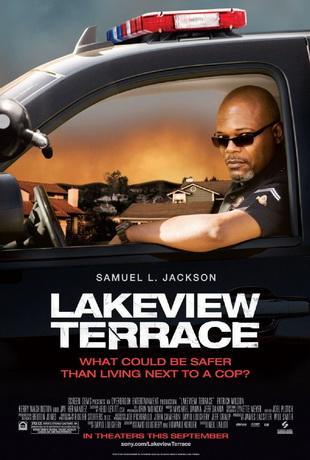 Добро пожаловать в Лэйквью Террас / Lakeview Terrace (2008) DVDRip