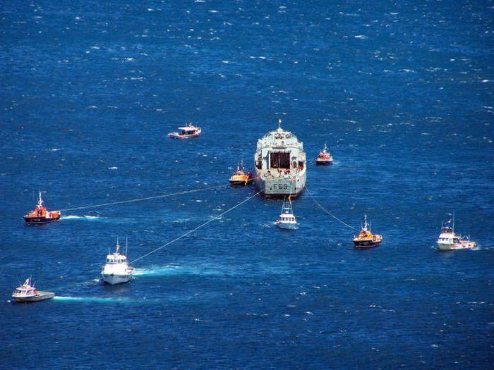 Утилизация кораблей в Новой Зеландии (11 фото)