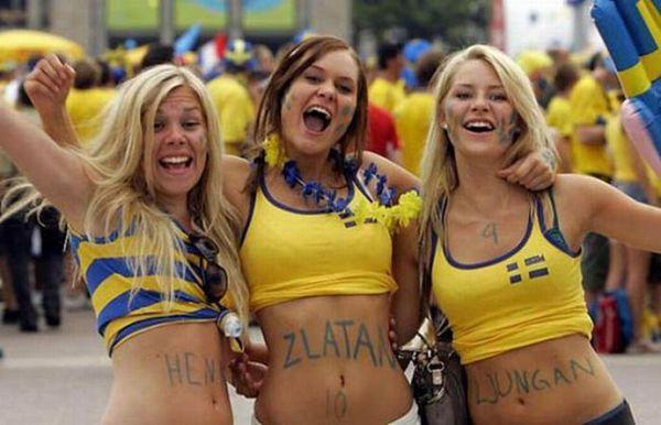 Прекрасный пол болеет за футбол!