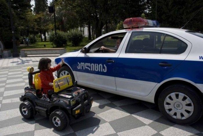 Гордость грузинских полицейских (22 фото)