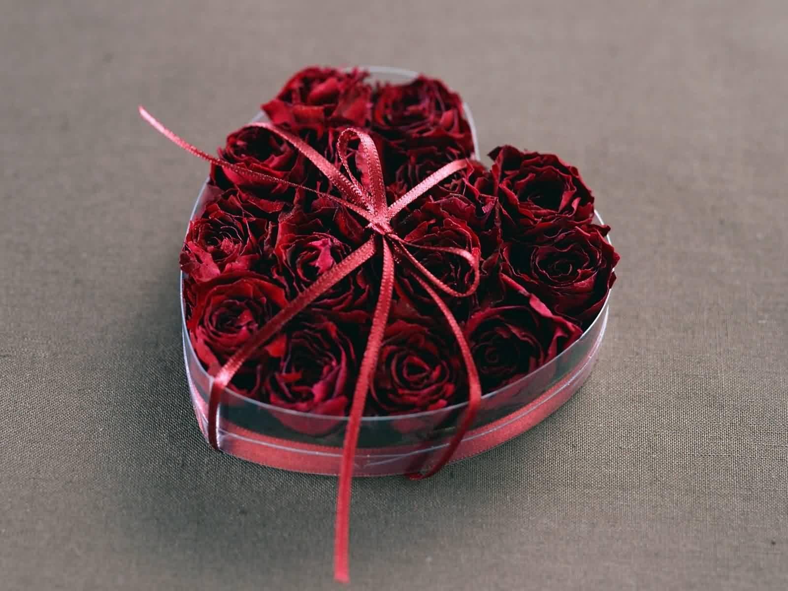 Цветы в форме сердца картинки, обои на рабочий стол широкоформатный.
